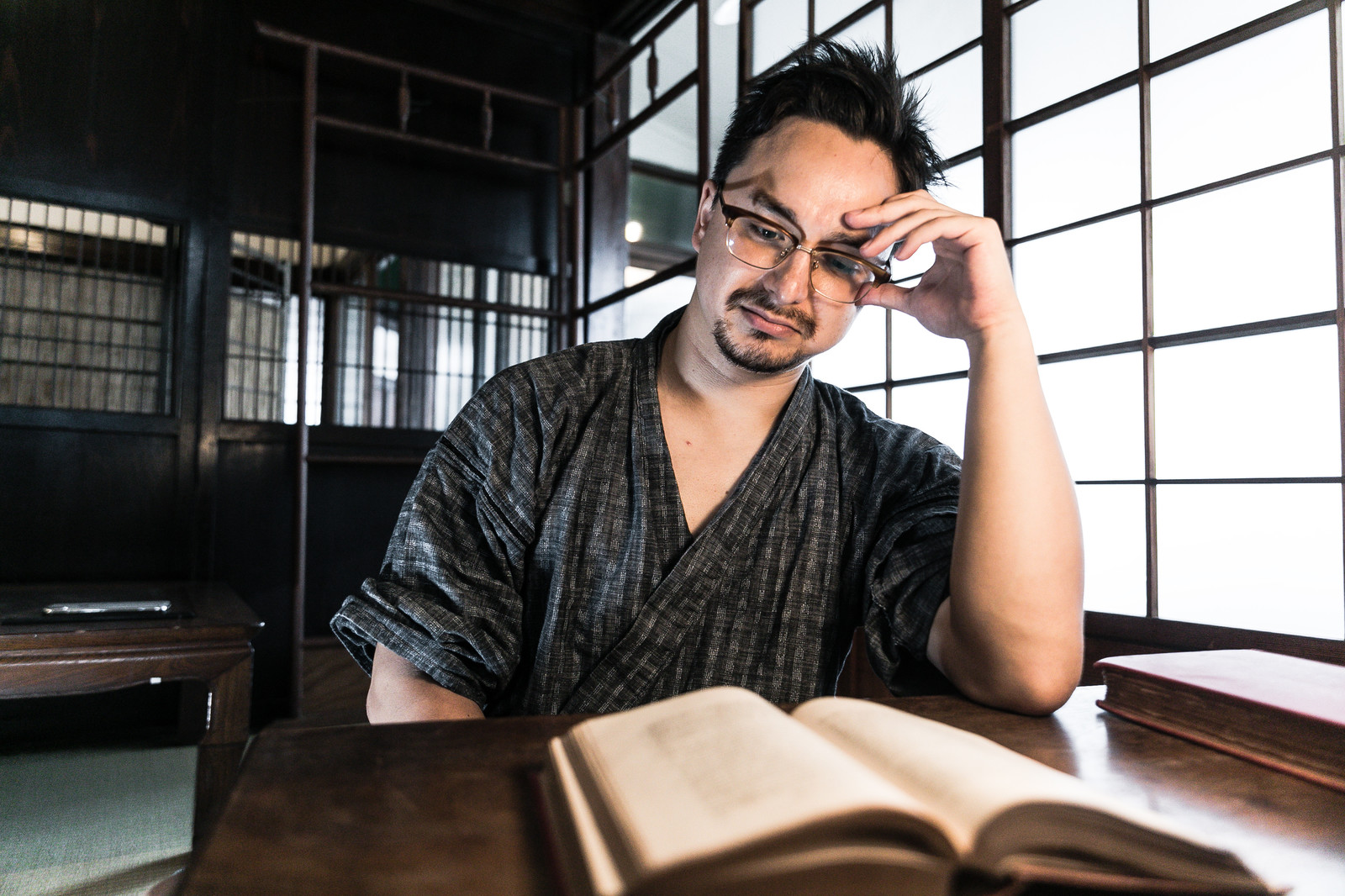 書斎の人の写真